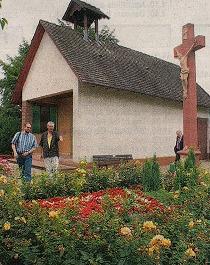DER GLOCKENTURM auf dem Leiberstunger Friedhof wurde besichtigt.