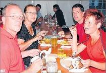 Leckere Spezialitäten locken zahlreiche Besucher zum Fischerfest des Angelsportvereins Leiberstung.