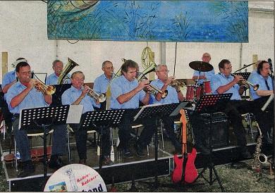 GUTE STIMMUNG: Die Rentnerband Baden-Baden unterhielt das Publikum beim Fest des Angelsportvereins in Leiberstung.