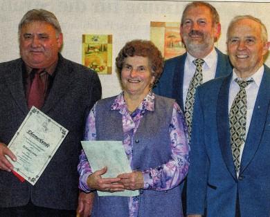 NEUE EHRENMITGLIEDER wurden für treue Dienste ausgezeichnet (von links). Richard Lorenz, Sigrid Droll Vorsitzender Reinhold Straub und Günther Huck.